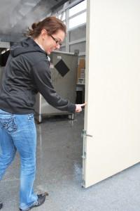 One finger easy open lightweight sliding doors by Sing Core true flat