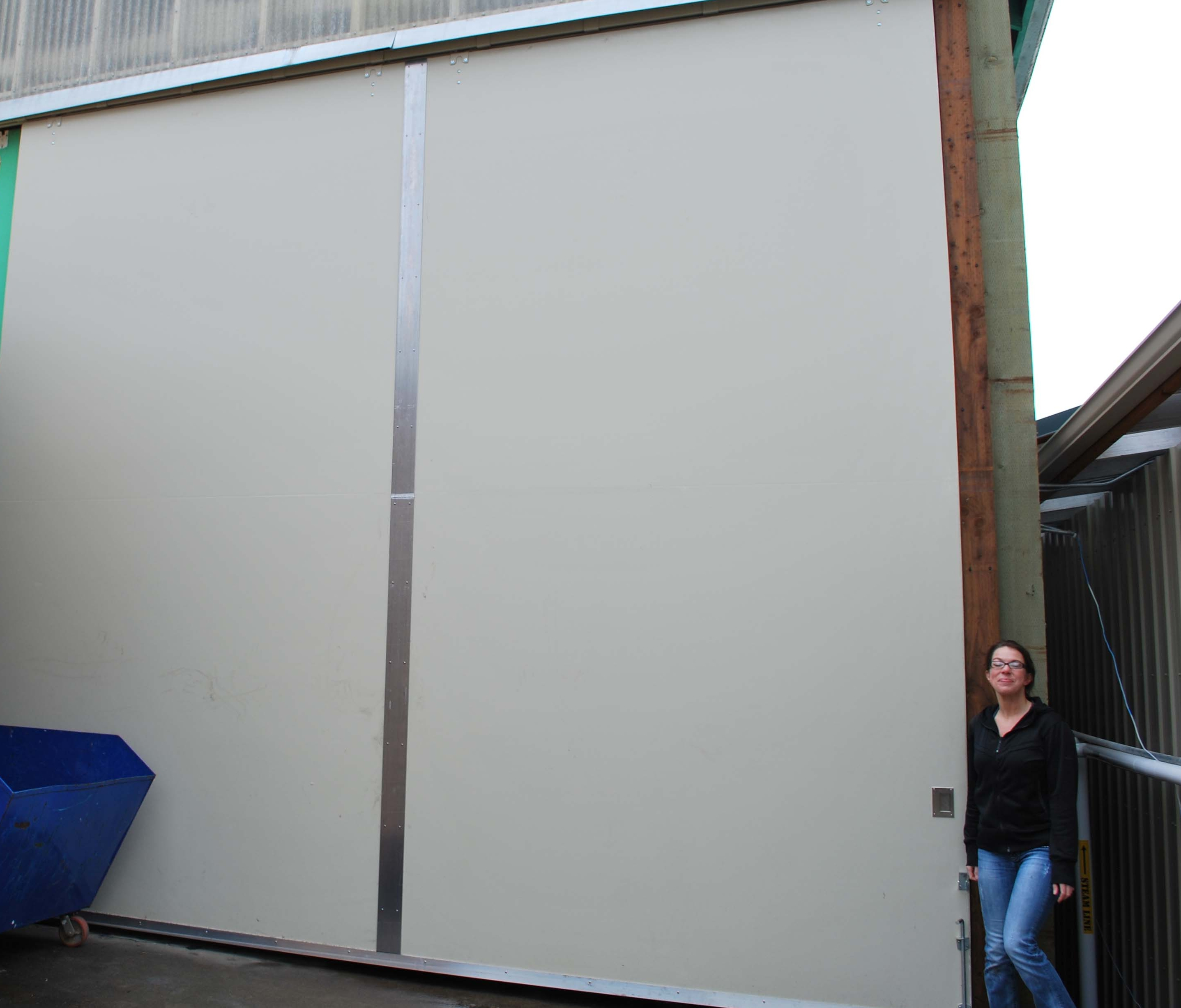 Large industrial sliding doors large sliding doors for Large sliding doors exterior