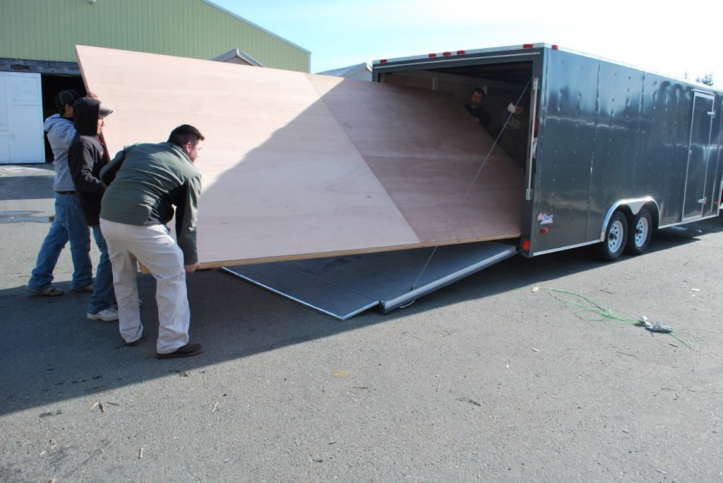 Large sliding door lighweight truck loading