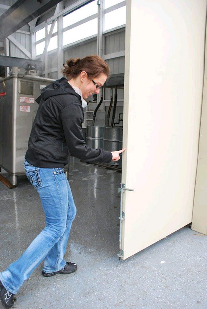 lightweight-sliding-doors-insulated-exterior-sliding-doors-open-with-1-finger-50-year-warp-free-guarantee